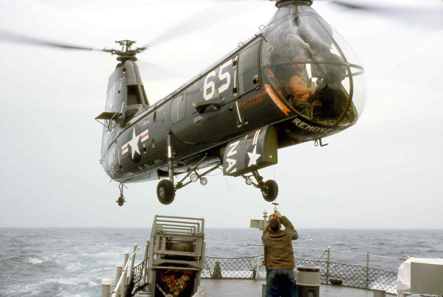Photo - helicopter mail transfer