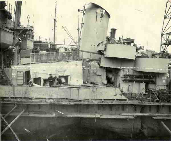 Photo - DE-401 damage from torpedo
