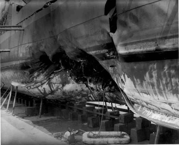Photo - DE-401 Hull Damage