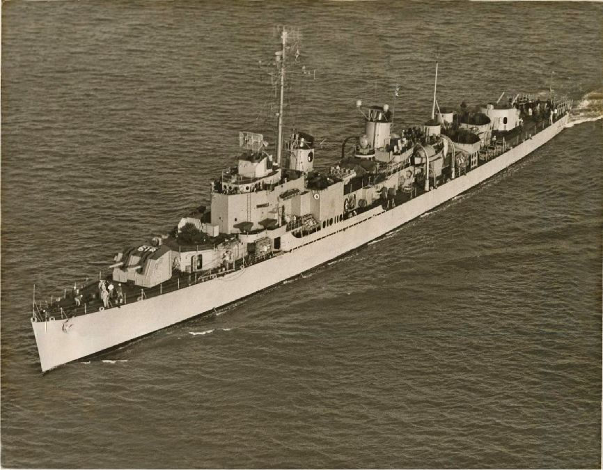 Photo - USS Holder DD-819
