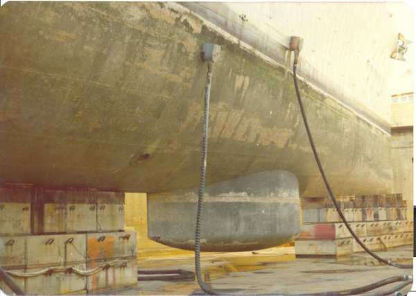 Photo - USS Holder DD-819 drydock 1975
